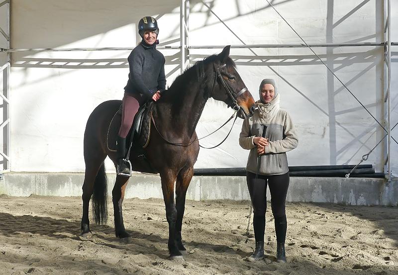 Rideundervisning for glade ryttere på glade hester.