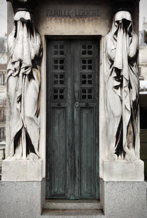 Faceless, Père Lachaise, Paris, France. (2010)
