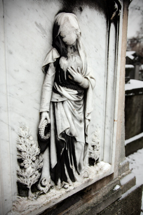 Faceless, Père Lachaise, Paris, France. (2010)