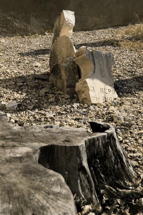 ...ici repose..., Cimetière de Salettes, Cahuzac-sur-Vère, Midi-Pyrénées, France. (2010)