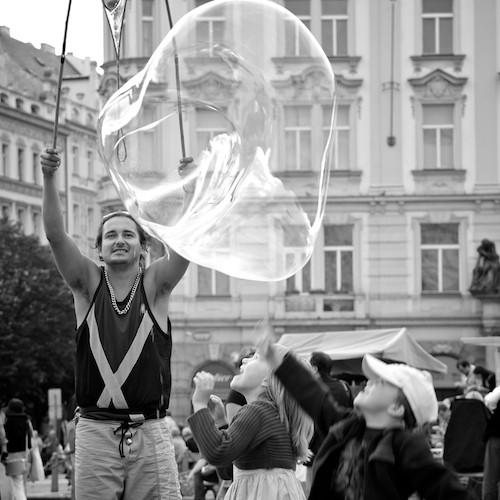 Soap bubbles artist, Old Town Square