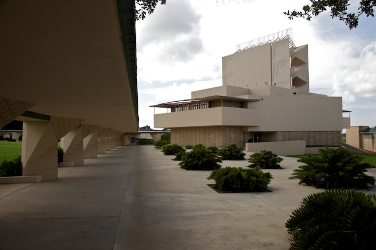 Annie M. Pfeiffer Chapel, Southern College, by F. L. Wright, Lakeland, FL, USA. (2011)