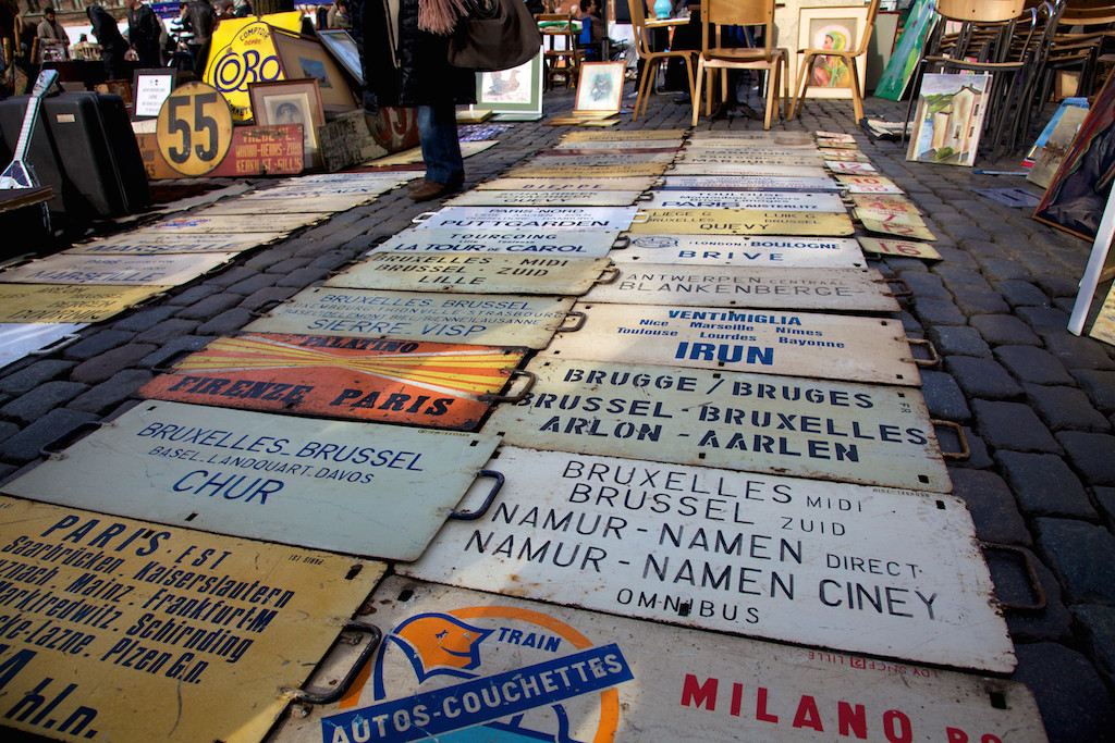 street signs, flea market at the Jeu de Balle