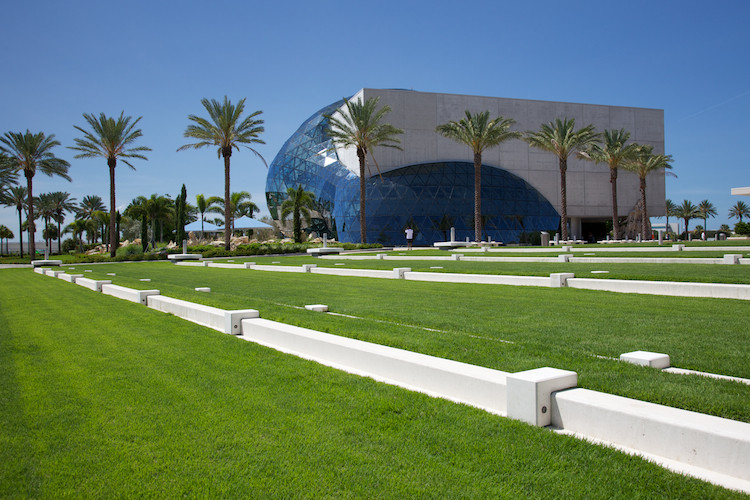 Salvador Dalì Museum, by HOK, St. Petersburg, FL, USA. (2011)