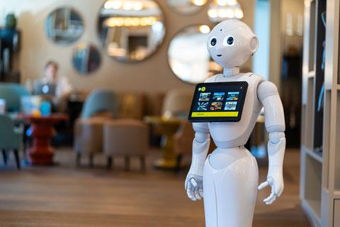 Robot Concierge Pepper im Hotel Opera