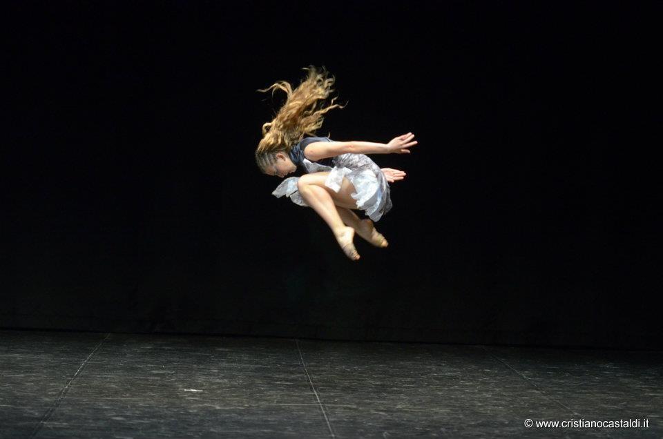Obra Queltehues Italia 2012 Coreografía A.L.Baquedano Intérprete Laura Ahumada
