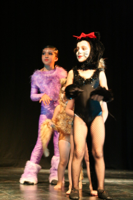 Cats dic 09 teatro facetas (Larisa Miranda y M.José Guerra)