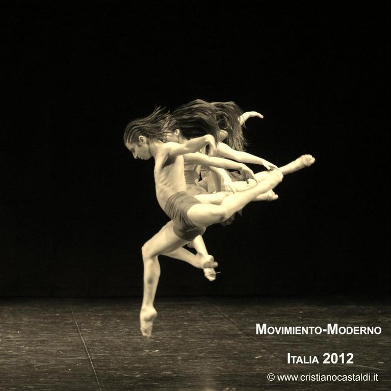 Obra Dies Irae  Italia 2012 Coreografo A.L.Baquedano intérpretes Isidora Barañao-Nataly Balboa-José Luis Santibañez