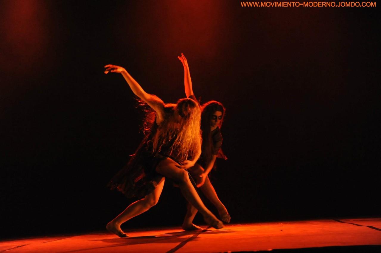 Obra Gárgolas 1º lugar bento-em-danca Brasil 2012 , imágenes Solange Avelino