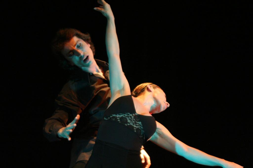 Cía Mo-Mo Teatro facetas dic 2009 ( Paulina Alamos y Gullibert Campell)