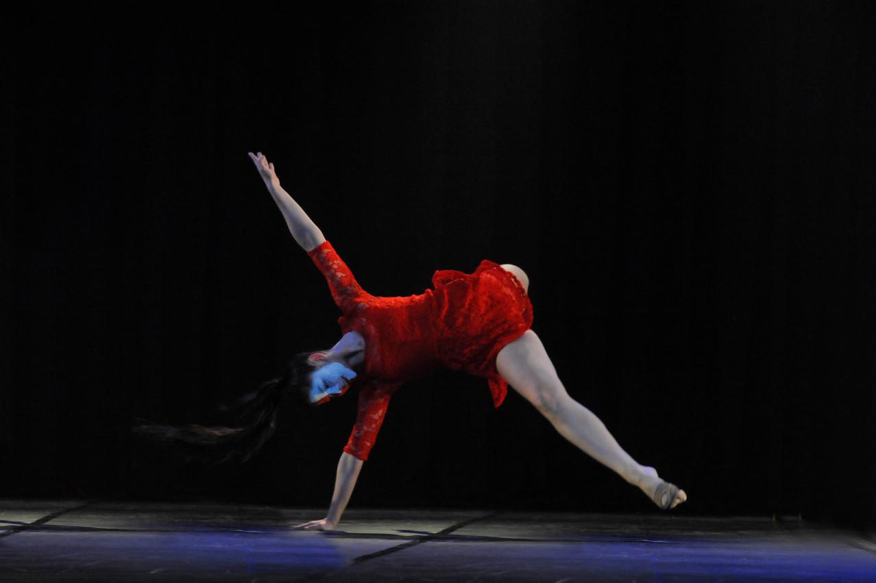 Cía Mo-Mo; Ana Luisa Baquedano Movimiento-Moderno / Allegreto In Bermello / 1° Lugar bento-em-danca oct. 2013