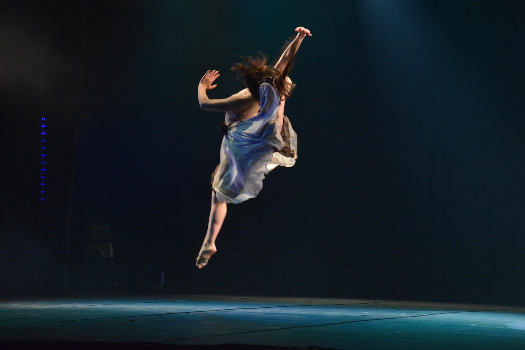 """""""Giros de Infancia"""" coreografía: Ana Luisa Baquedano"""