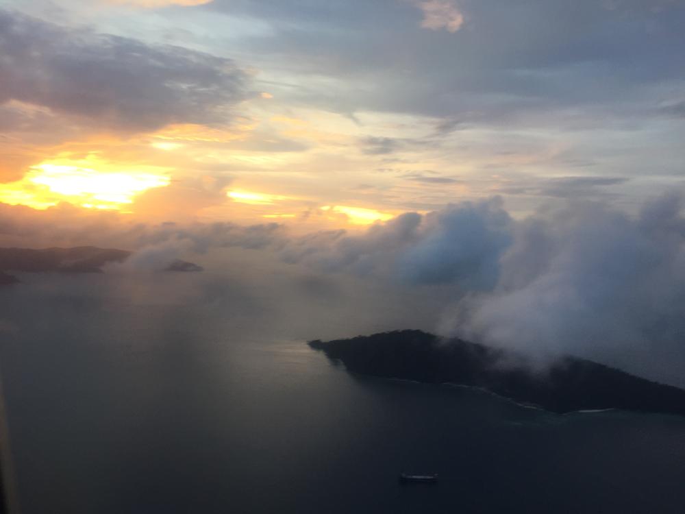 Anflug auf Kotakinabalu im Gewitter