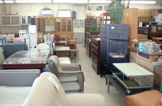 札幌市で中古家具をお探しなら、リサイクルショップ アウトレットモノハウス