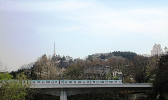 中の瀬橋の下で地下鉄東西線が見えました!
