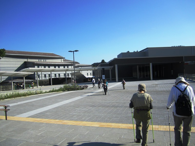 国際センターと繋がる地下鉄駅の敷地はとっても広いです