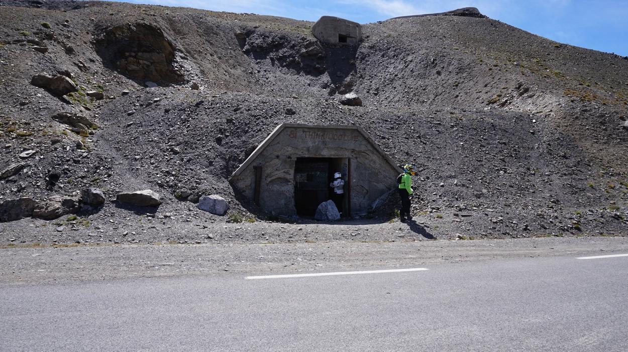 Bunker auf dem Weg zum Gipfel - La Bonette