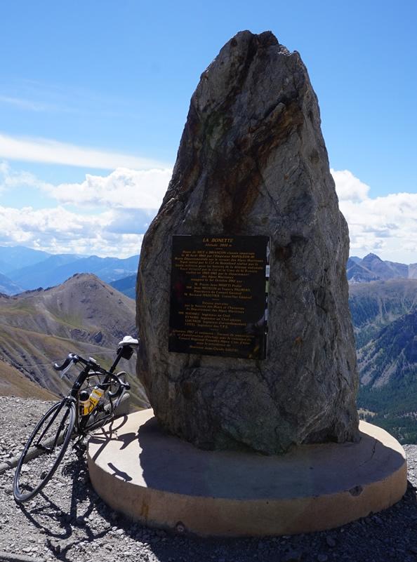 Gipfel und Erinnerungsstein - Cime de la Bonette