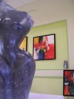En 1er plan, les superbes sculptures de Sophie Gérard
