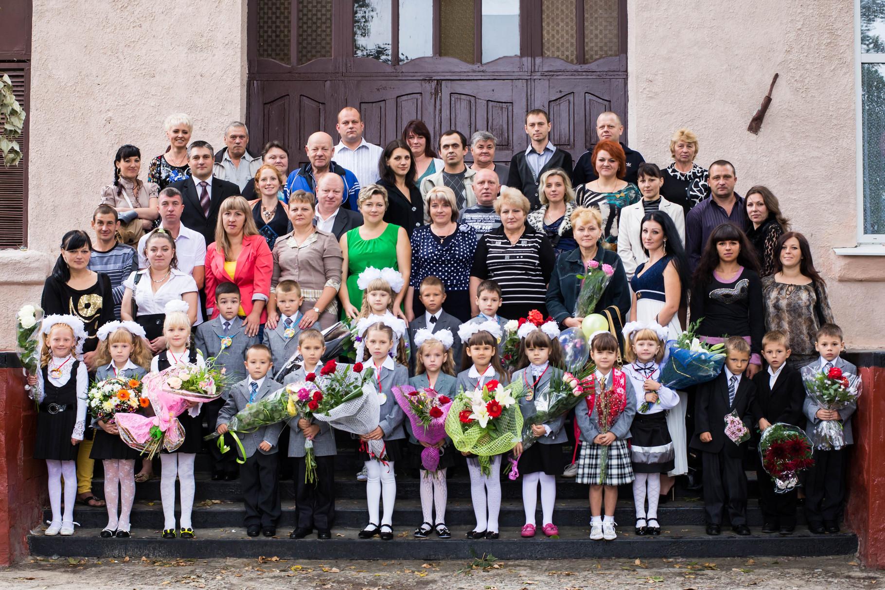 1-А клас. Вдвічі більше   родичів, ніж дітей  на фото!