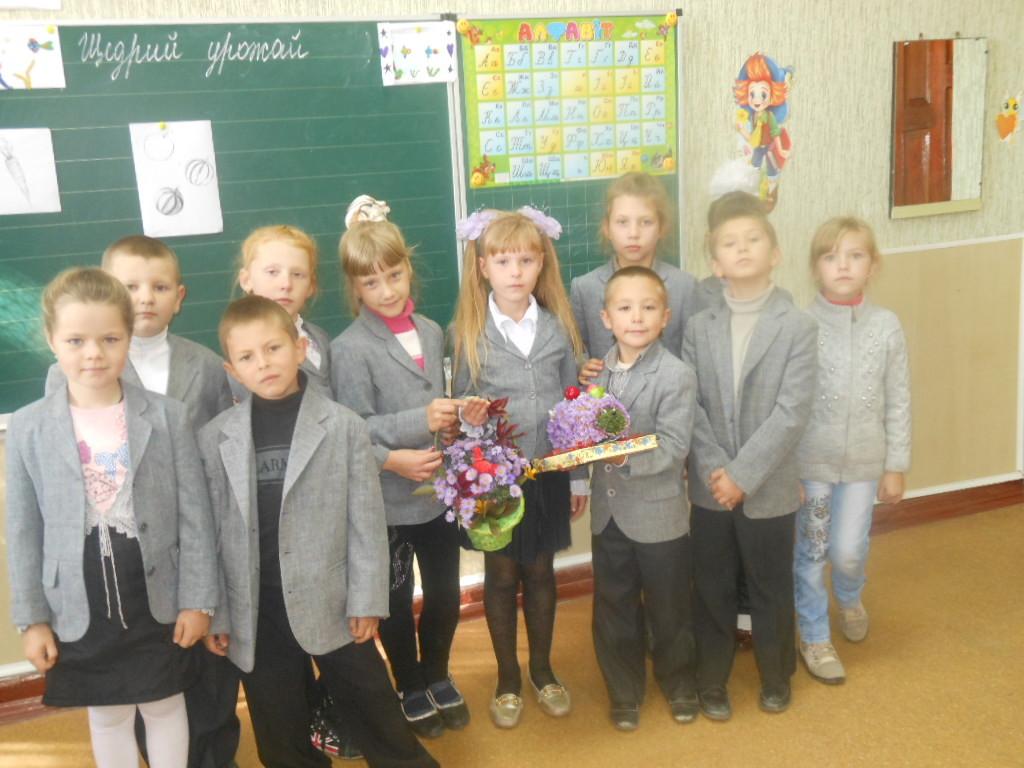 2 клас.  День вчителя. Наш букетик-Їжачок пошив з квітів піджачок.