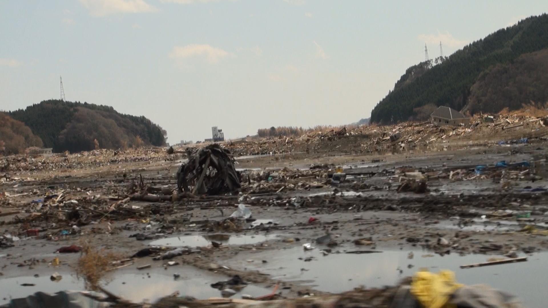 竹駒町。 生まれ育った町。 海の方向を見る。海は遥か遠く と思っていた・・・。