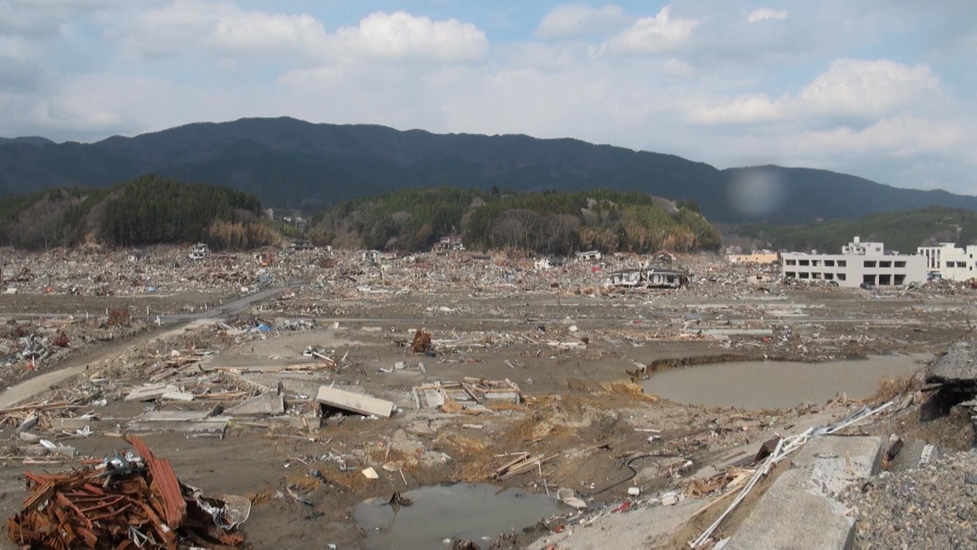 高田町 海側から見た。 町が消えた。