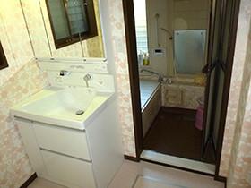 洗面器は大きく形はコンパクトに。使い勝手が良いです