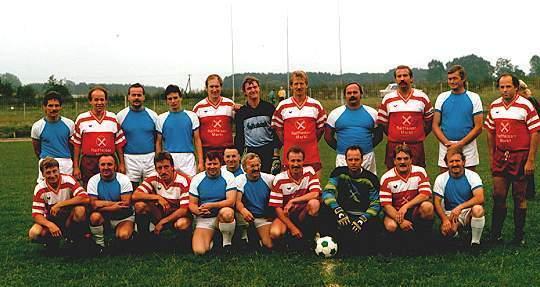 Fußballtreffen zwischen den Mannschaften des MTSV Selsingen und TuS Neukualen 1990.