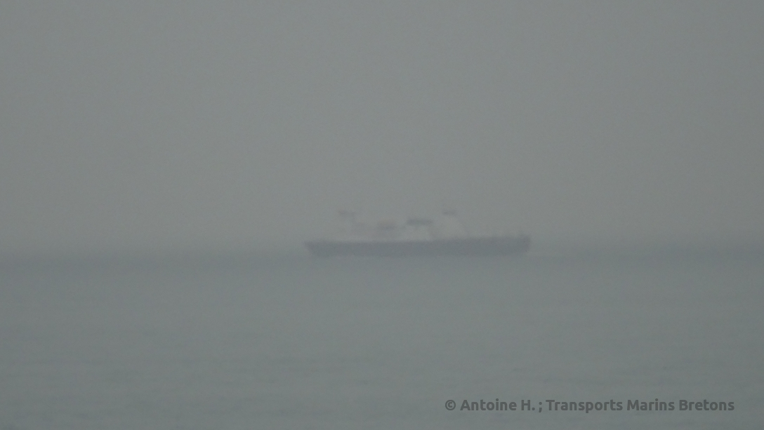 Bretagne passing Commodore Clipper en route to Guernsey, later in that afternoon