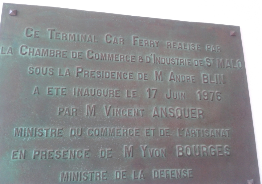Commemorative plate recalling the opening ceremony of the Ferry Terminal in Saint-Malo.