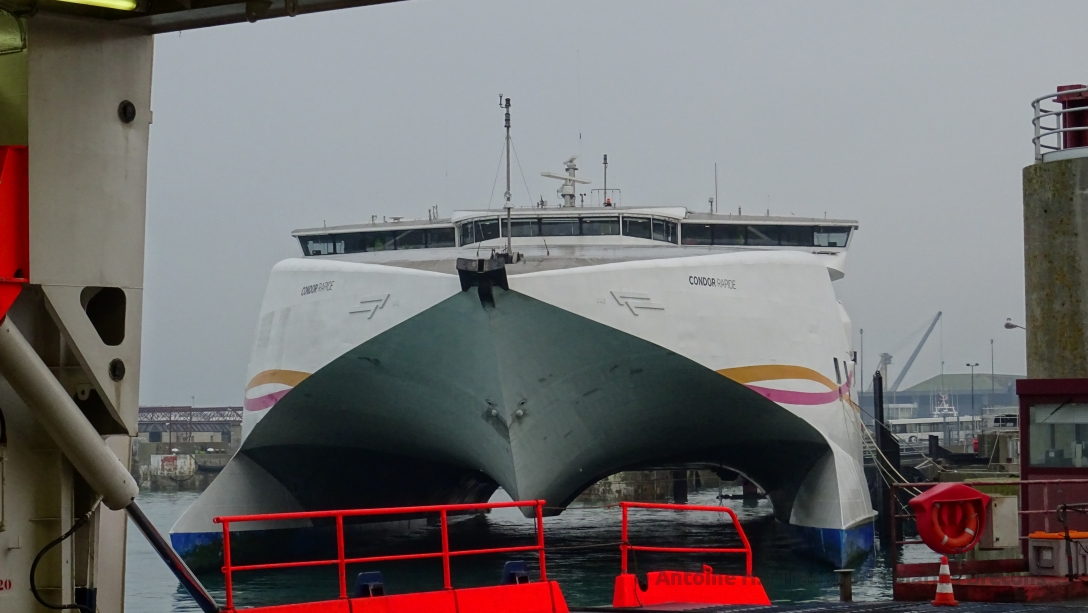 Condor Rapide's bow, berthed at berth 01