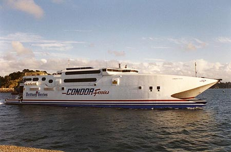 Normandie Vitesse departing Saint-Malo.