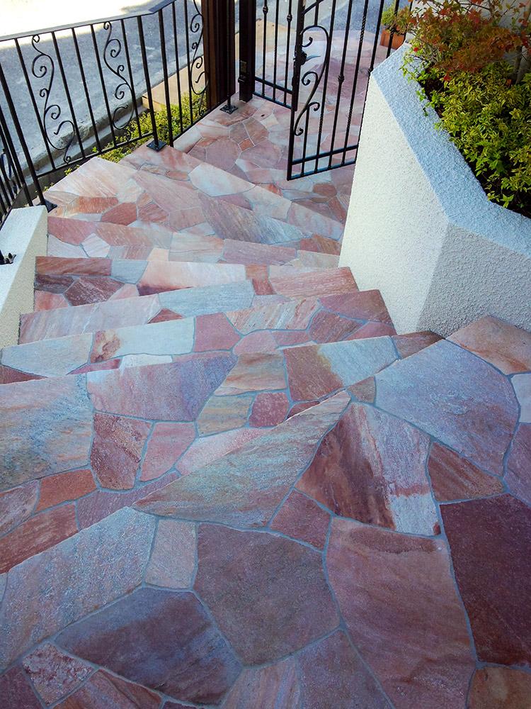 乱張りの階段