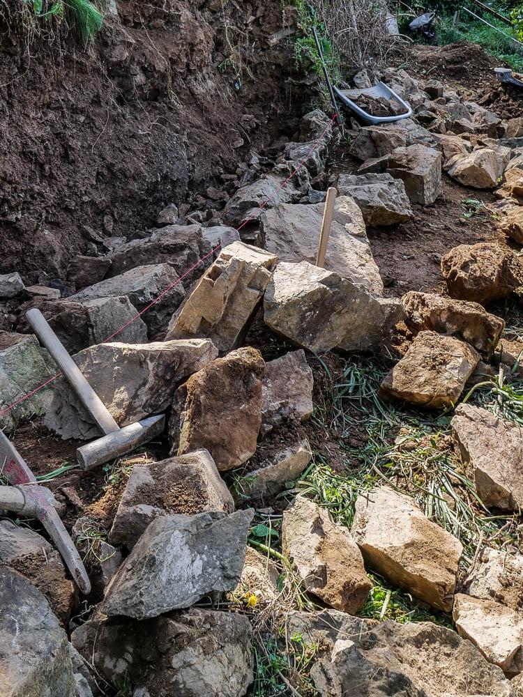 空石積みの風景-修復