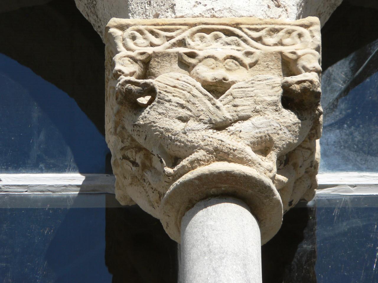 Jour 3 : Magnifique détail (chapiteau) de la bastide de Tournon d'Agenais