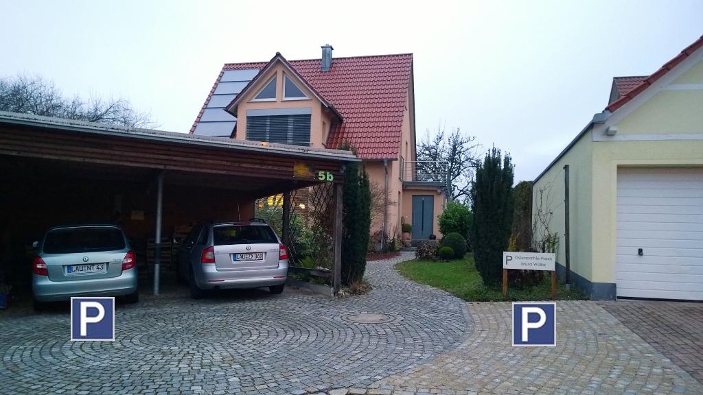 2 Parkplätze vor dem Haus, Praxis hinter dem Haus