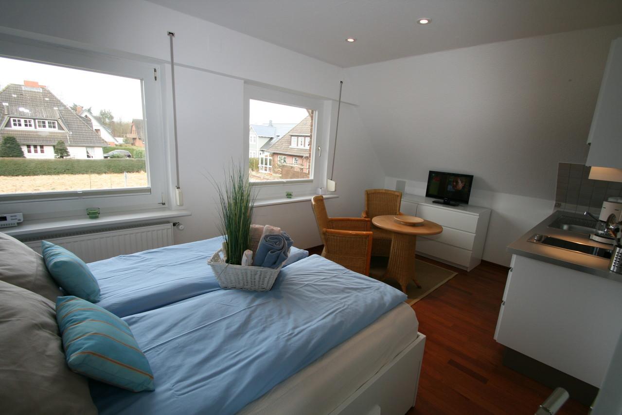 Wohn-Schlafbereich mit LCD Fernseher mit DVD Player