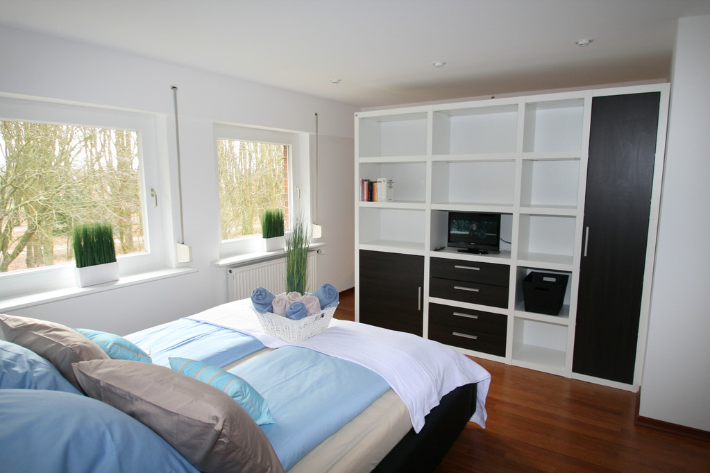 Das Schlafzimmer mit einer Wohnwand als Raumteiler