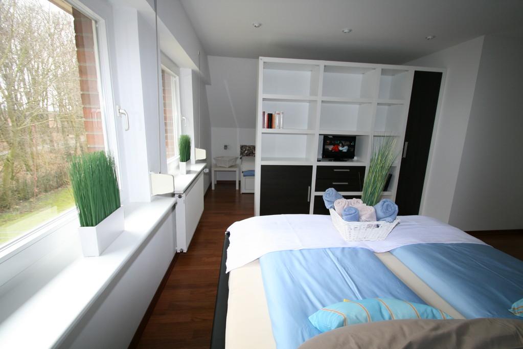 Rauteiler zwischen Schlafbereich und Kinderbett/Kinderecke