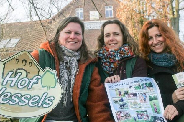 Freuen sich schon auf die Ferienaktionen auf dem Hof Wessels: (v.l.) Anika Jäger, Karina Spohr und Nicole Gwizdek.