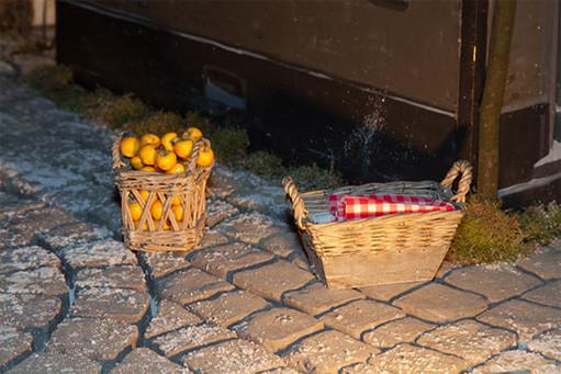 Der Korb der Marktfrau und der Korb der Wäscherin in der Milieukrippe von Sankt Maria in Lyskirchen Koeln