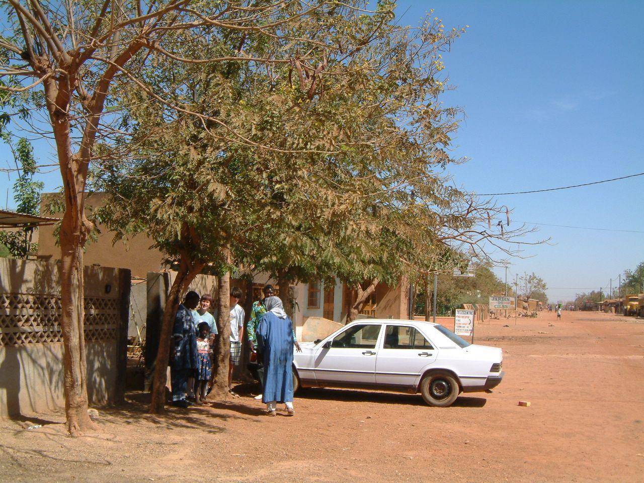 La rue de Ramata et Dominique