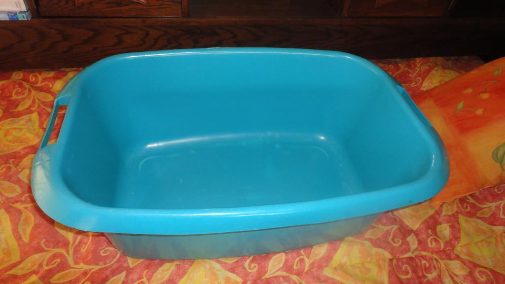 Gîte bébé : Grande bassine pour bain de jeunes enfants