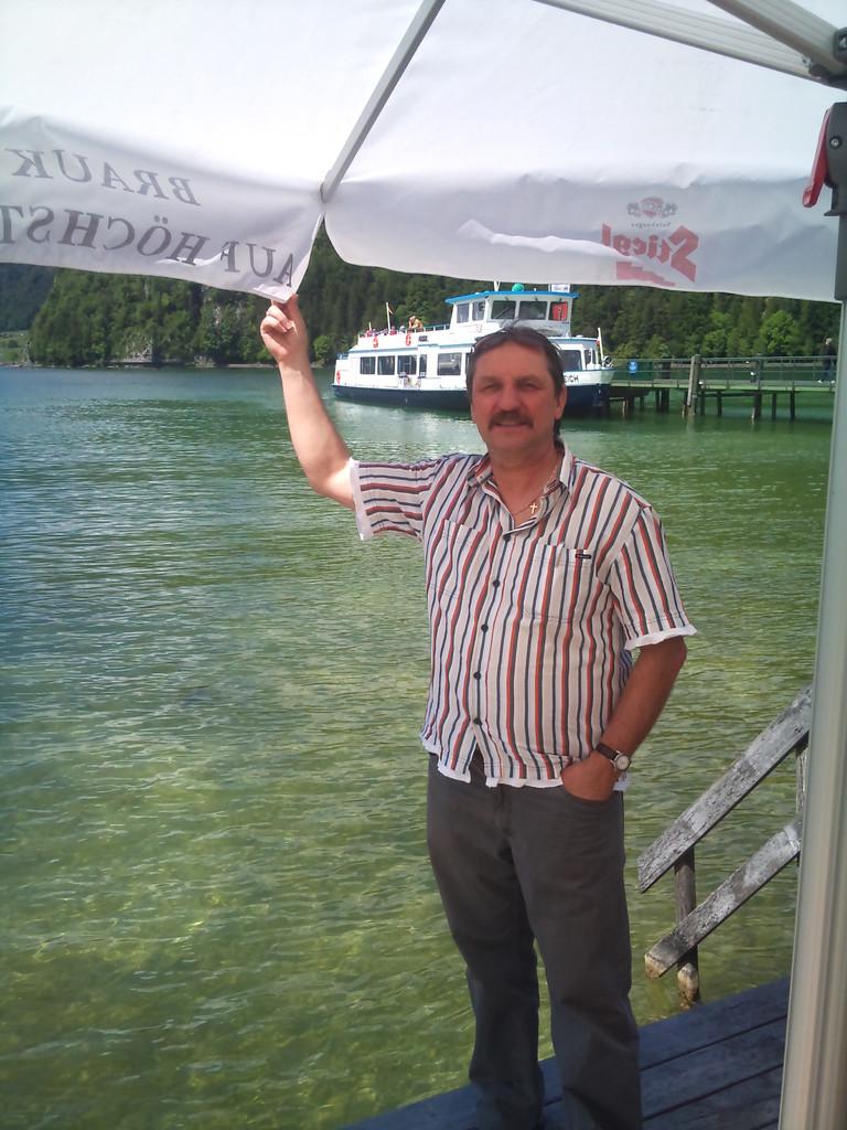 Erwin hat gut lachen. Er erwischte einen Traumstart beim 7. Salzkammergutopen 2013 in Bad Ischl vom 17.05. - 20.05.13. Neben einer guten Platzierung brachte er auch einen Zugewinn von ca. 20 ELO mit nach Hause.  Er hat nicht nur die beiden Schaibinger Ju