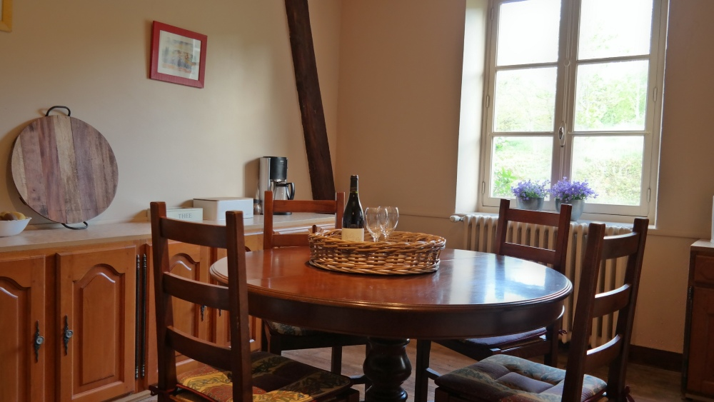 Dining room with 4-person round table
