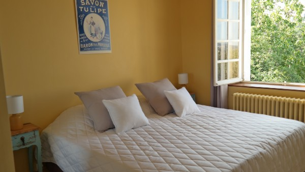 Cheerful bedroom with 2 separate boxspring beds