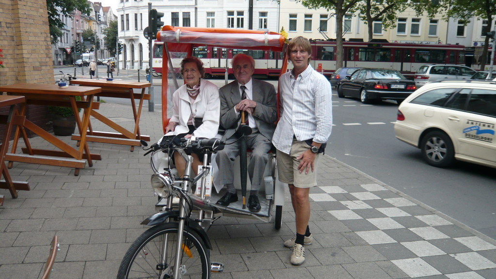nach einer 90-minütigen Stadtrundfahrt mit einem älteren Ehepaar