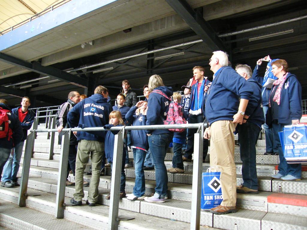 die Stadionbesichtigung wurde gleichzeitig in zwei Gruppen durchgeführt