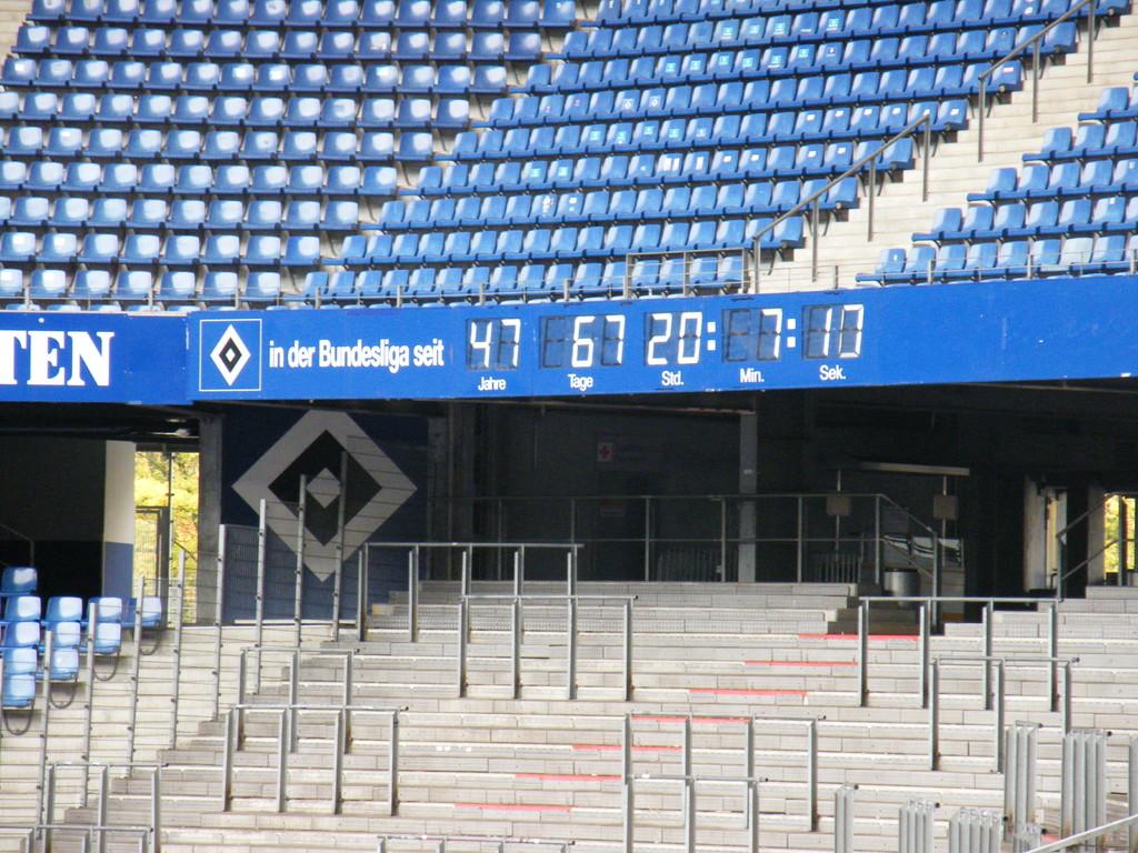 die einzige Stadionuhr; seit dem Start der Bundesliga